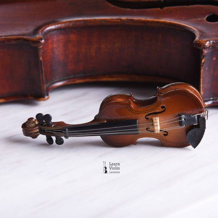 Take Violin Lessons in Singapore to Master this Instrument